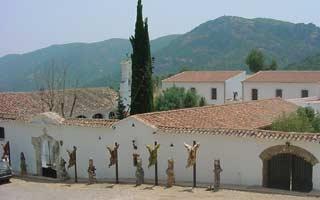 exterior-monasterio-de-pedrique
